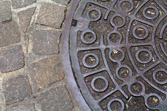 nyc-streets-manhole-cover
